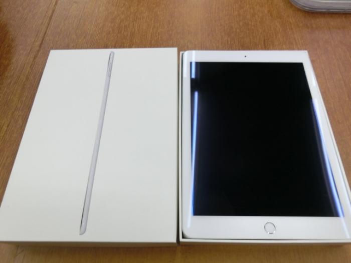 【中古】【白ロム】【docomo】iPad Air2 Wi-Fi+Cellular 64GBシルバー【Bランク】【〇判定】