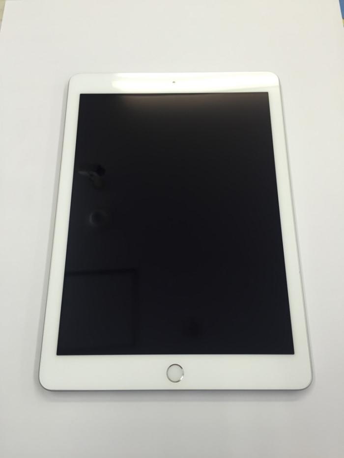 【中古】【白ロム】【docomo】iPad5 Wi-Fi+Cellular 32GB【シルバー】【Aランク】【△判定】