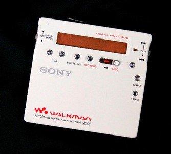 【中古】SONY ソニー MZ-R900(W) ホワイト系 ポータブルMDプレーヤー MDLP対応 (MD録音再生兼用機/MDウォークマン/レコーダー)