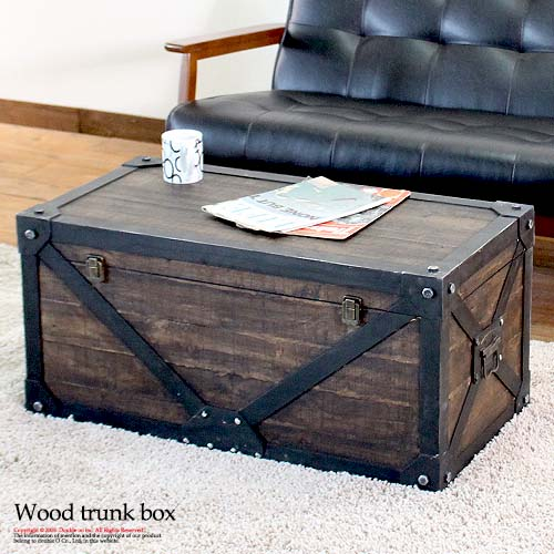 リアルな重厚感に脱帽 サービス 実は木製 アンティークな木箱は トランクの形で収納ができるボックスタイプがおしゃれ さらに 蓋付きなのでテーブルとしても使える 収納ボックス アンティーク 収納 トランク型 テーブル 大型 ふた付き ローテーブル 取っ手付き 洋服 本物 ミリタリー おしゃれ フタ付き 蓋付き ヴィンテージ インテリア コンテナ 木製 おもちゃ収納 大容量 ボックス 小物入れ 宝箱