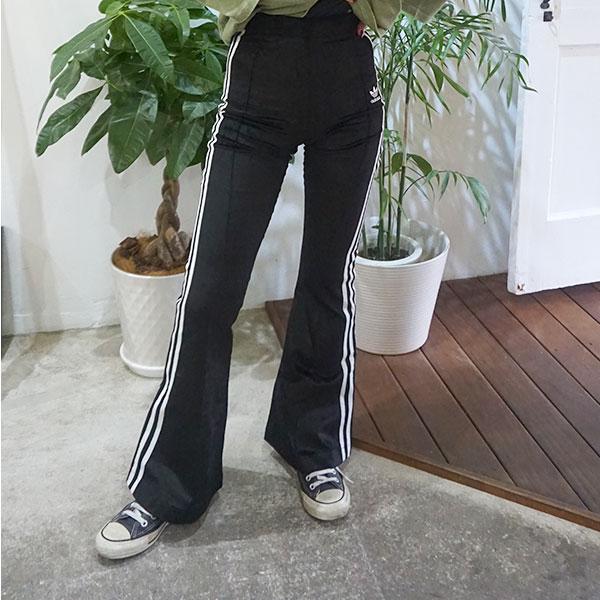 アディダスオリジナルス adidas originals 通販 HERI FLARED TRACK PANTS レディース ボトムス パンツ フレアパンツ フレア スリーストライプス ハイウエスト ベロア カジュアル スポーツ スポーティー トレフォイル アディダス ロゴ アディカラー fjb27