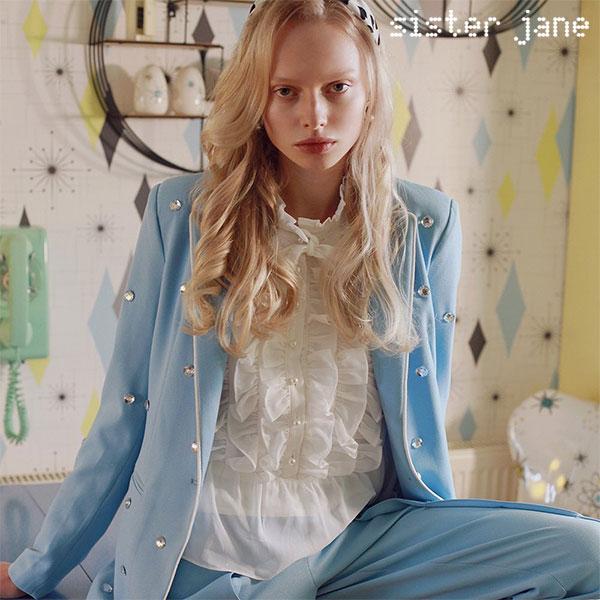 《クーポン対象》シスタージェーン SISTER JANE 通販 5月上旬予約 Prim Ruffle Shirt プリムラッフルシャツ トップス シャツ レディース 長袖 フリル 上品 パール ボタン アイボリー 白 春 春服 bl833