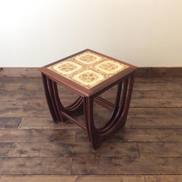 ジープラン タイルトップ ネスト オブ テーブルG-Plan Tile-Top Nest of Table(2802-003) (チーク/北欧スタイル/ミッドセンチュリー/ビンテージ/英国/20160314)【ダブルデイ/アンティーク/家具】