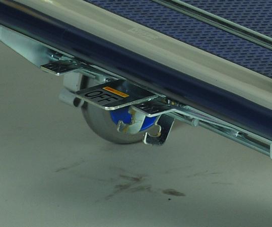 【直送品】 アズワン スチール製台車 NHT-304(フットブレーキ付) (6-9093-14) 《実験設備・保管》