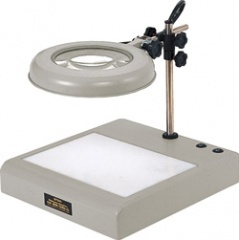 【ポイント10倍】 オーツカ光学 (OOTSUKA) LED照明拡大鏡 LEKsワイド-CL 3倍 (LEKS-CL-WIDE-3X) (テーブルスタンド式ライトボックス付)
