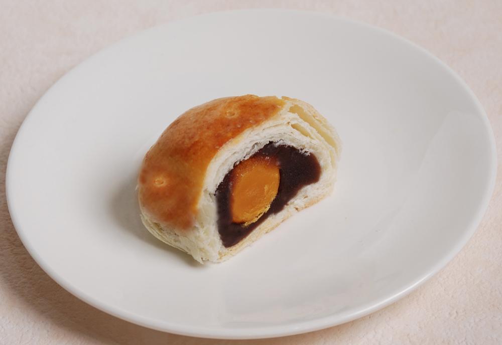 荳沙蛋黄酥-塩玉子入り黒あんパイ-横浜中華街・中華菜館 同發】