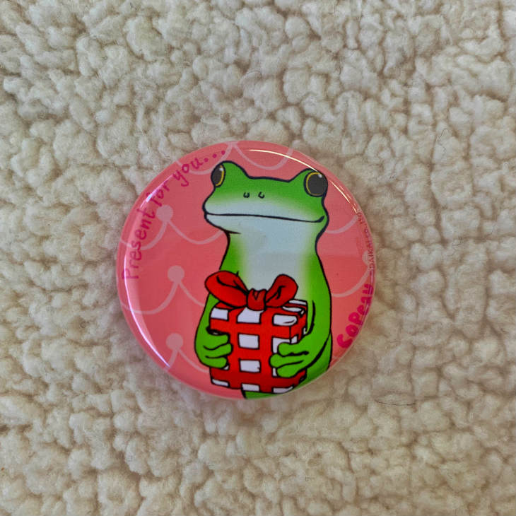 缶バッジ 全国一律送料無料 コポタロウ copeau コポー コポたん かえる 蛙 カエル 雑貨 オブジェ フィギュア コポーカエル 小物 どろわーぷらす 贈り物 ドロワープラス ダイカイ 置物 プレゼント コポーシリーズ DRAWERPLUS frog Sサイズ 72569