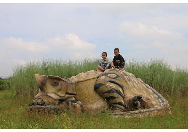 長さ356cm!眠る アンキオサウルス 巨大フィギュア(恐竜等身大フィギュア)