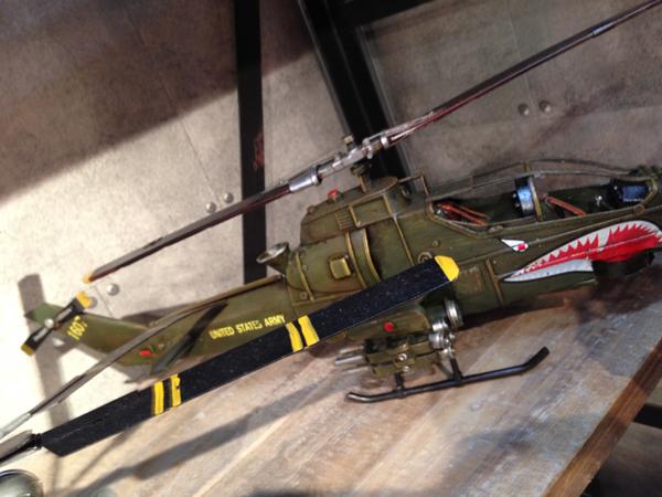 ブリキのおもちゃ AHSヒューイコブラ 攻撃ヘリコプター