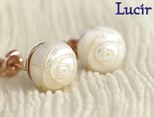 【Lucir】バラ彫りのボタンパールがエレガントに飾る◆ladychicシリーズスタッドピアス(ピンクゴールド) LC-63-PG【送料無料】 プレゼント 母の日 ギフト
