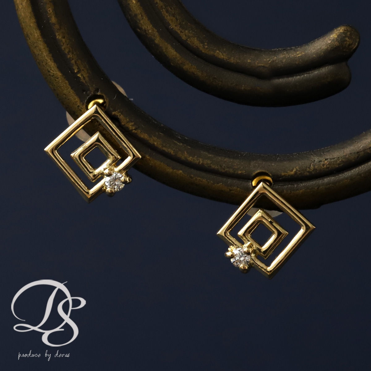18 K Gold Earrings Square Design With Diamond K18 Pierce Stud Devas