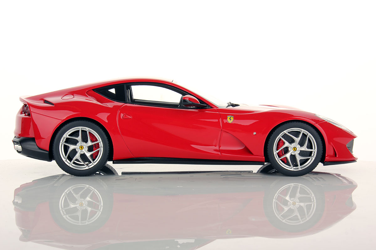 Red Color 2017 Ferrari 812 Superfast 1 18 Rosso 70 Anni Shiny By