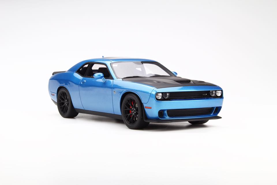 GT Spirit美國專用的型號1:18 2016年moderudajjicharenja Hellcat B5藍色2016 Dodge Challenger Hellcat B5 Blue with Black Hood in 1:18 Scale by GT Spirit NEW