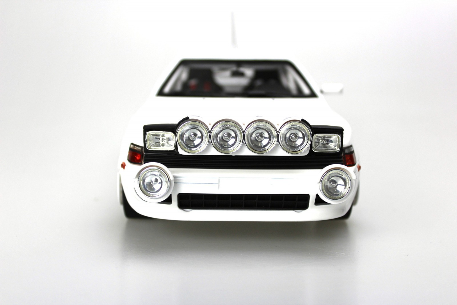 Topmarques トップマルケス 1:18 1991年 トヨタ セリカ GT4 ST165 ホワイト1:18 Top Marques Toyota Celica St 165 1991 NEW
