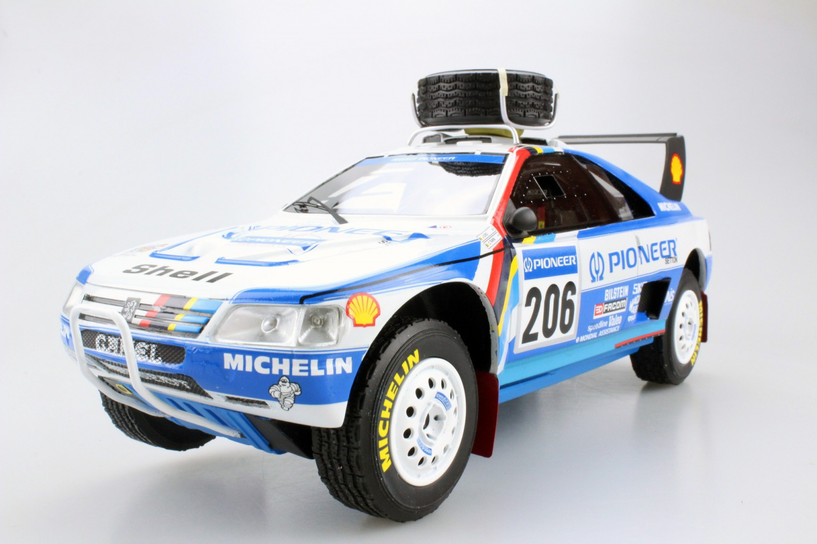 Top Marques トップマルケス 1:18 1990年ラリー・パリダカ 2位 プジョー 405 Turbo 16 No.206PEUGEOT - 405 TURBO 16 (T-16) N 206 2nd RALLY PARIS DAKAR 1990 J.ICKX - C.TARIN 1/18 by Top Marques EUR