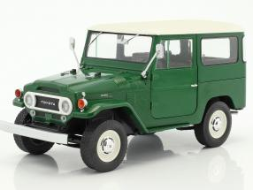 Triple9 Collection 1:18 1967年モデル トヨタ ランドクルーザー FJ401967 Toyota Land Cruiser FJ40. Diecast model with opening front doors 1/18 by Triple9 Collection