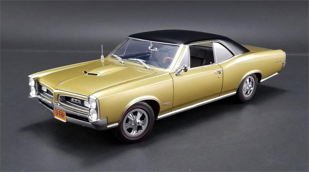 ACME 1/18 1966年モデル ポンティアック GTO Tiger Gold 1966 Tiger Gold Pontiac GTO Hurst equipped shifter, wheels, and emblem. 1/18 by Acme USA