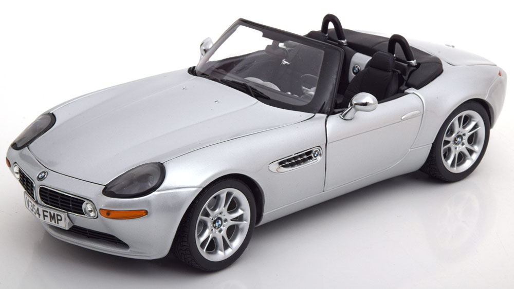 BMWディーラーモデル 1:18 1999年年モデル BMW Z8BMW Z8 Roadster Heritage Collection year 1999-2003 silver 1:18 BMW AG NEW