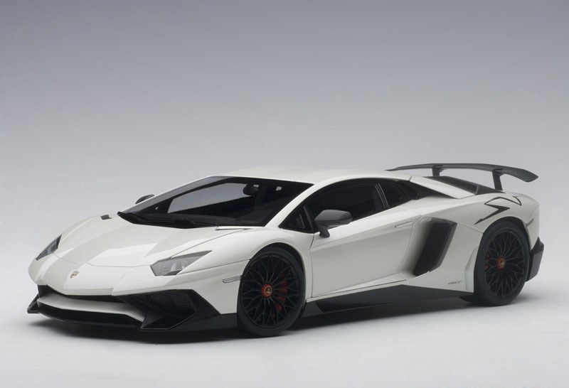 AUTOart オートアート 1:18 2016年モデル ランボルギーニ アヴェンタドール LP750-4 SV 2016 Lamborghini Aventador LP750-4 SV 1/18 Model Car by Autoart