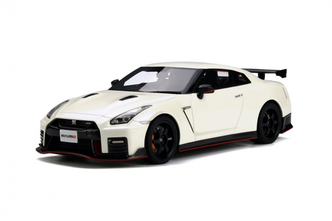 GT Spirit 1/18 2017 Model Nissan GT R NISMO Brilliant White Pearl NISSAN  GT R NISMO 2017 1/18 White By GT Spirit NEW