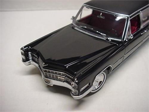 Greenlight 1:18 1966 Model Cadillac S U0026 S Limousines Black 1966 Cadillac S  U0026 S Limo Back 1 / 18 By Greenlight