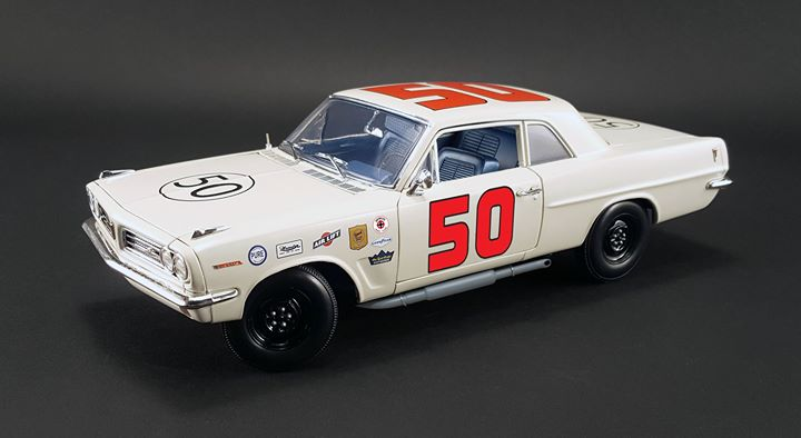 ACME 1/18 1963年デイトナ チャレンジ カップ優勝 ポンティアック テンペスト No.50 P.Goldsmith 1963 Pontiac Tempest 1963 Daytona Challenge Cup Champion #50 Paul Goldsmith Limited Edition to 228pcs 1/18 Diecast Model Car by Acme