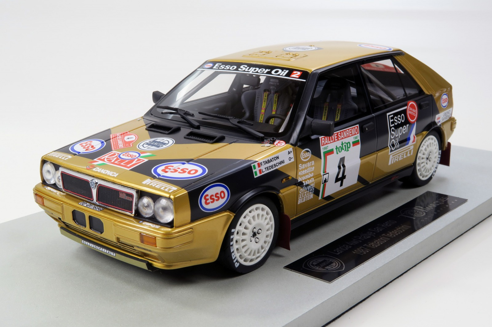Topmarques トップマルケス 1:18 1987年ラリーサンレモ5位 ランチア デルタ 4WD No.4LANCIA - DELTA HF 4WD ESSO N 4 RALLY 5th SANREMO 1987 F.TABATON - L.TEDESCHINI 1/18 by Topmarques