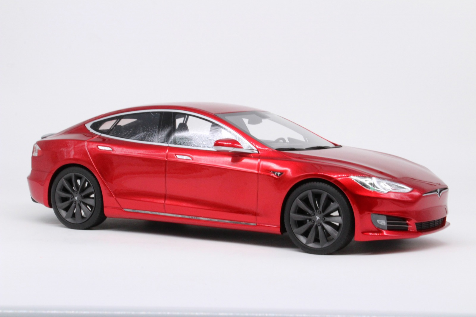LS Collectibles 1:18 2016年モデル テスラ モデル S フェイスリフトモデル2016 Tesla Model S 1/18 by LS Collectibles USA