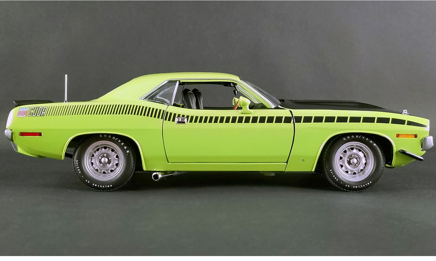 ACME 1/18 minicar die-casting model 1970 モデルプリムス AAR Cuda lime green 1970  Plymouth AAR (All American Racing) Cuda 1/18 Lime Green by