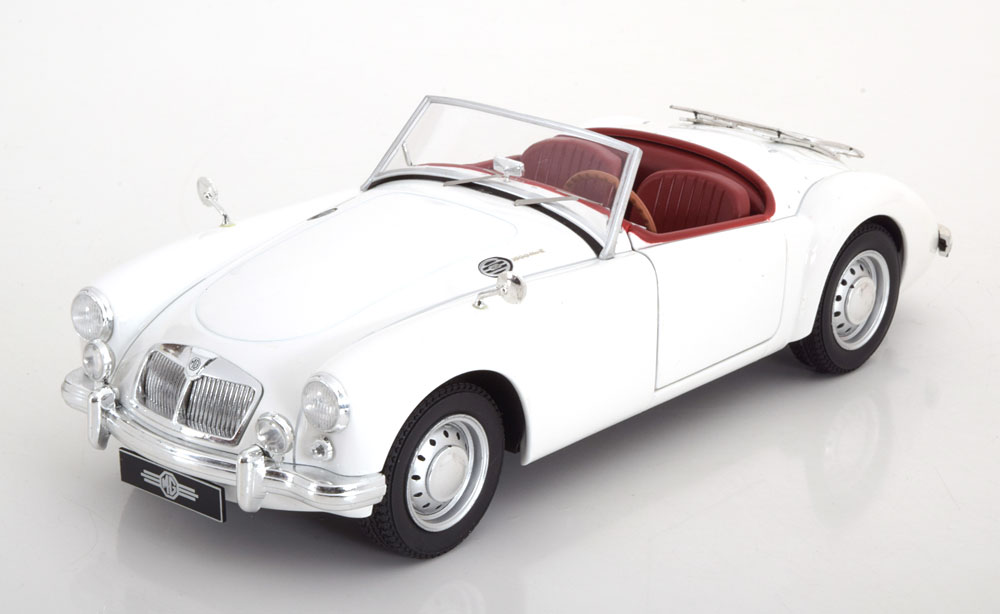 Tripple 9 1:18 1961年モデル MGA MKII A1600 オープンコンバーティブル ホワイト1961 MGA MKII A1600 open convertible with Luggage Rack. Diecast model with opening front doors