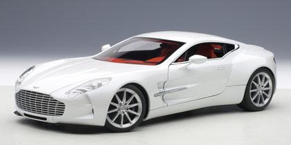 2011年モデル アストンマーチン One-77 ホワイト2011 Aston Martin One-77 1/18 by AUTOart