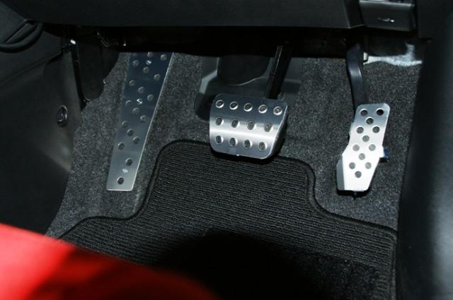 アルミペダル DEデミオ専用設計のアルミペダルセットです  新発売!ダックスガーデン製 マツダ DEデミオ新作CVT用 (AT用) アルミペダル セット アルミペダルセット 05P13sep10 10P13sep10