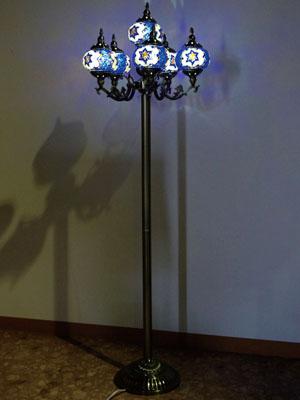 トルコ風モザイクランプ6灯フロアランプ【送料無料】目に優しい癒しの光りです♪LED電球をもれなくお付けします熱くならない・シェードは回すタイプなので電球替えも安心・安全♪【開梱サービス】付きでお届け致します☆
