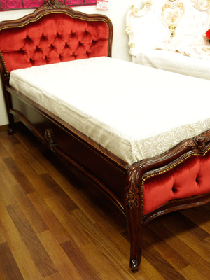 바로크 싱글 침대 < 고급 매트리스 포함 > 침대 시리즈: 레드 벨벳 원단 사이즈를 선택 해 주세요 ☆