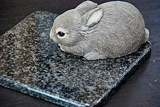 気持ちがいいペットマット(ペットベッド)!20cm×20cm人気の黒御影石ラステンバーグ