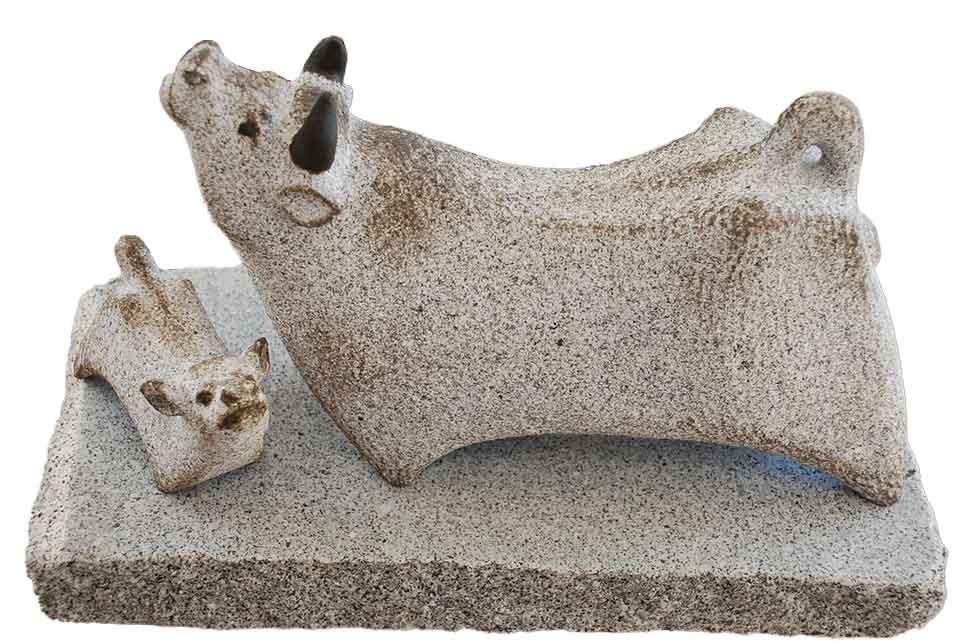 【限定品】 【国産】 【干支】 【置物】温かみのある磯貝彫刻丑(うし)親子の石の彫刻品 着色【送料無料】