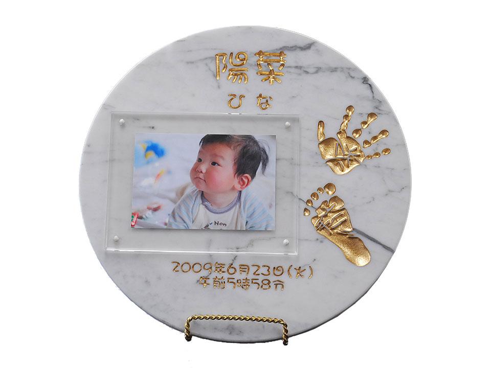 【送料無料】 誕生記念 出産祝いに人気上昇中♪イタリアの大理石 ビアンコカララ 赤ちゃん 手形 足形プレート メモリアルアイテムに♪【楽ギフ_名入れ】