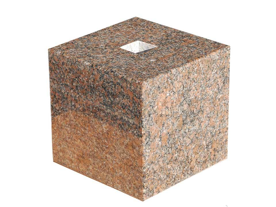 【国内加工】茶系の御影石の束石、沓石上面7寸、高さ7寸1つ1つ模様が異なりますので予めご了承ください。