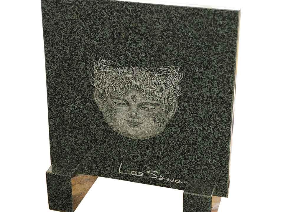 レオ澤鬼先生の童女観音を御影石万年青に刻みました。【送料無料】