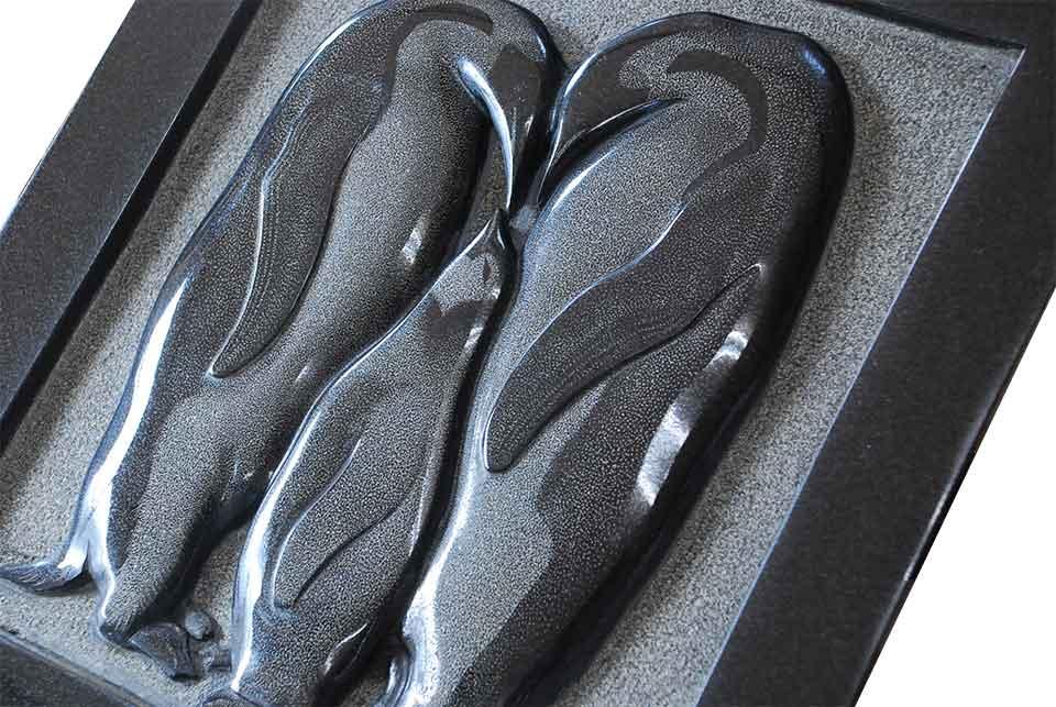 【訳あり】【アウトレット】展示品の為、少々磨きがとれておりますがご了承下さい。石の彫刻品 「ペンギン」