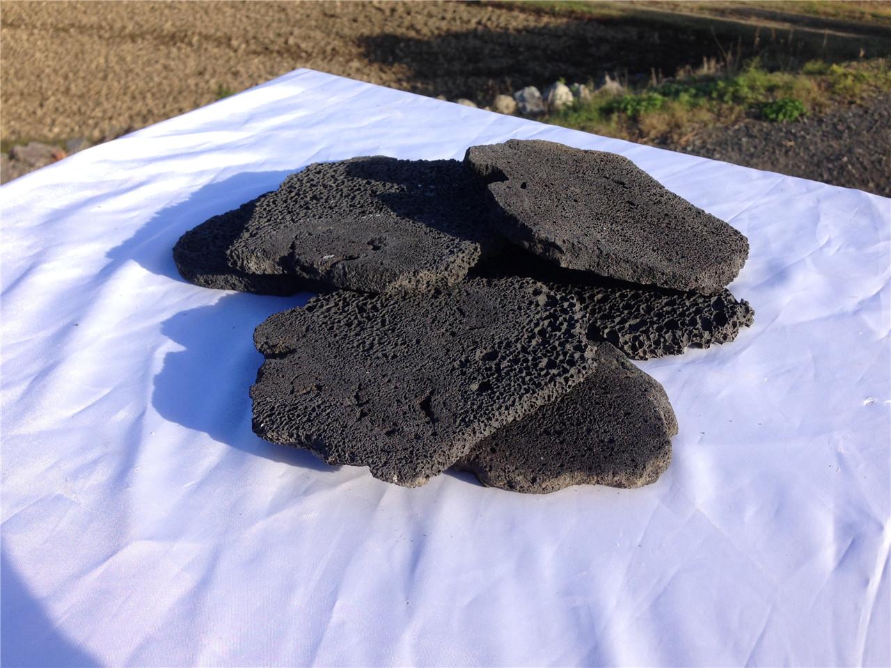 黒さ引立つ!溶岩(ブラックカル)水槽のインテリアに♪ 黒い溶岩!厚み10mm、大きさ0~150mm1L(1リットル)【10%増量中!】