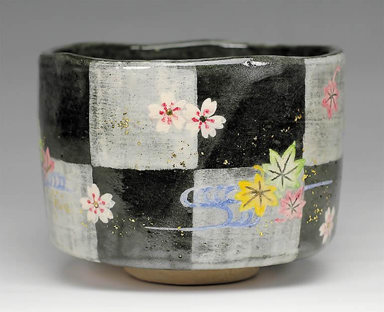 2015年初春作品 楽入印市松雲錦の絵 茶碗