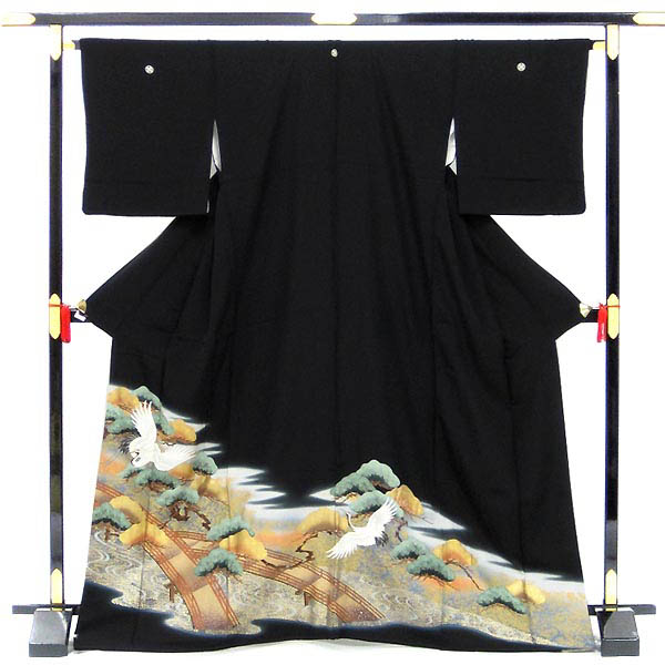 超人気 自社内手入れで安心の品質 正絹 中古 黒留袖 リサイクル 丸に違い鷹の羽 商い 単品販売 海辺の夫婦鶴 五つ紋