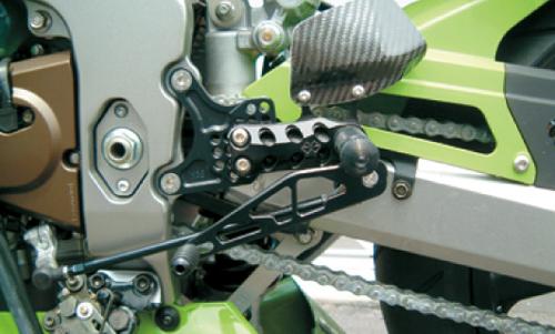 ギルズツーリング (長期納期品)バックステップ ブラック (プレッシャーSW付キ) ZX-6RR 03-04(K05B)