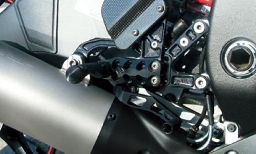 ギルズツーリング (長期納期品)バックステップ ブラック (プレッシャーSW付キ) YZF-R6 06-12(Y09B)