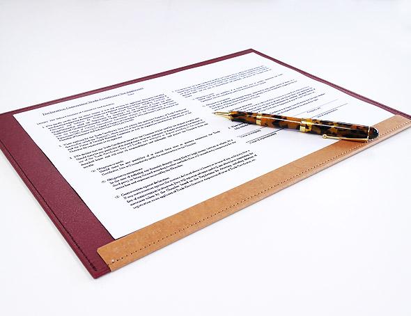 おしゃれな文房具ならイー 営業 オフィス TOTONOE トトノエ Carry Board A4ワイド TCB02A4ボード ステーショナリー 書類ボード A4 海外 携帯用 輸入 デザイン 高品質 おしゃれ