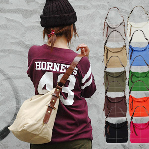 25,288 are sold out! Color variations to adjust to any coordinates are the charm of the maximum! The daily bag that basic of the relief is casual even if I put it a lot because it is a canvas place is re-appearance ◆ Colt shoulder bag '09 with our store