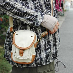 Casual bags entering the smallish but than it looks a lot! Canvas x faux leather with sturdy ijirashi cool 2-WAY side ◆ PETZ canvas pouch Pochette