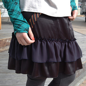 A girly degree improves with a high-quality glossy satin skirt! ティアードフリルペチコート ◆ リッチサテンデコレフリルスカート of the extreme popularity to be usable in conjunction with one piece