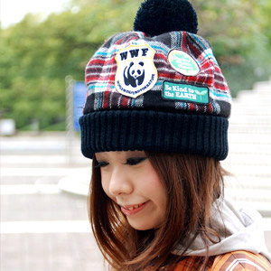 It is kind to the earth and is pretty by & oneself! A panda emblem blow off cold with the hat of the street taste in the checked pattern that debut ♪ is in season a knit hat plonk to be enacted as for the participation for an environmental conservati